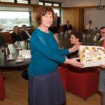 Minister Bussemaker feliciteert het STC en trakteert op taart